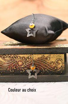Boucles d'oreille inox avec étoiles argentées et sequins émaillés moutarde