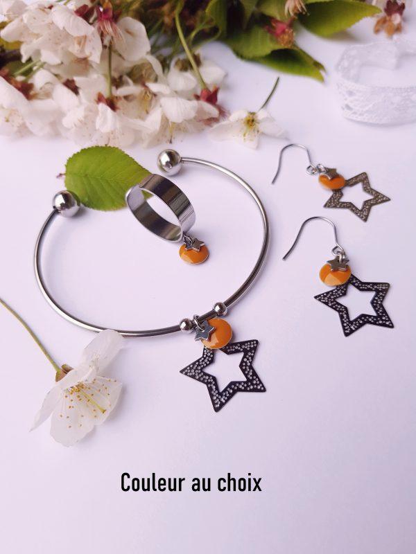 Parure inox [Boucles d'oreilles + bracelet] avec étoiles argentées et sequins émaillés moutarde