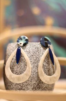 Boucles d'oreilles inox - Clou et goutte bleu et blanc