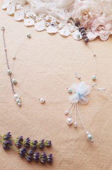 Parure inox mariage fait main - Perles et fleurs blanches et bleues. Calino Crea