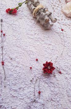 Collier et bijou de dos inox mariage fait main - Perles et fleurs blanches et rouges. Calino Crea