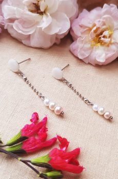Boucles d'oreilles inox mariage fait main -Perles blanches, ivoires et rose clair. Calino crea