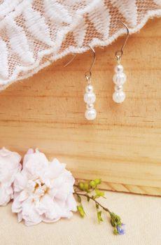 Boucles d'oreilles mariage fait main - Duo de perles blanches. Calino crea
