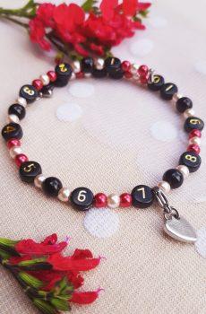 Bracelet d'allaitement fait main personnalisable, perles noires, rouges et dorées et coeur. Calino Crea