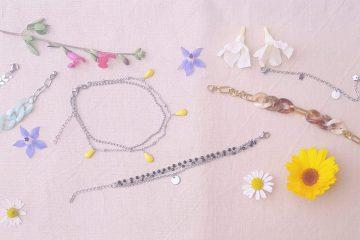 Bannière chaînes de cheville et bracelets
