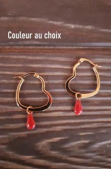 Boucles d'oreilles inox fait main - Créole cœur dorée et sequin émaillé goutte rouge. Calino Crea