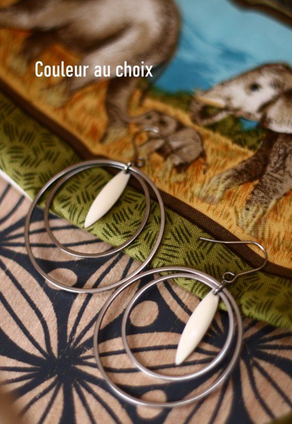 Boucles d'oreilles inox personnalisable fait main - double anneaux et sequin amande blanc. Calino Crea