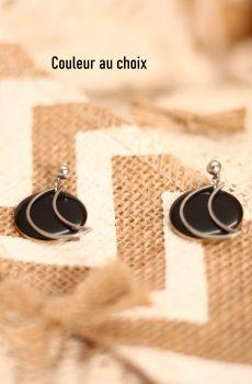 Boucles d'oreilles inox fait main - sequin noir et lune argentée. Calino crea