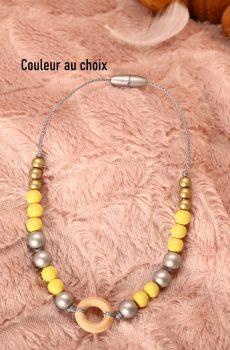 Collier d'allaitement et de portage personnalisable fait main - perles en bois argenté, doré et jaune avec anneau. Calino Crea