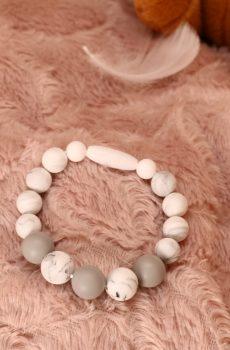 Bracelet d'allaitement et de portage fait main - perles silicone blanches et grises. Calino Crea