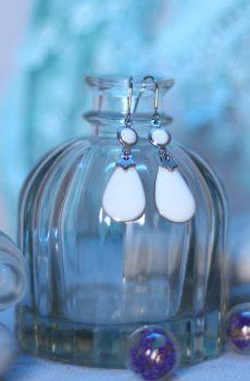 Boucles d'oreilles inox fait main - Etoile argentée et sequins émaillés rond et goutte blancs. Calino Crea