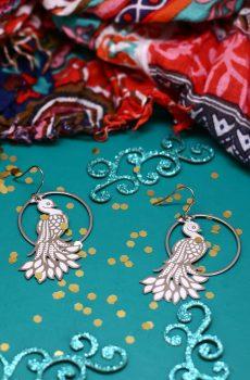 Boucles d'oreilles inox fait main - anneau et paon argentés. Calino Crea