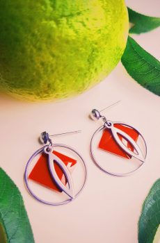 Boucles d'oreilles inox – Anneau argenté et sequin émaillé losange rouge